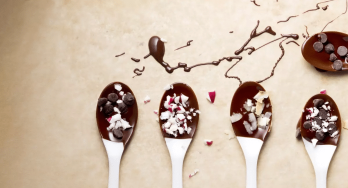 Chocolate-Dipped-Spoons-for-Parties