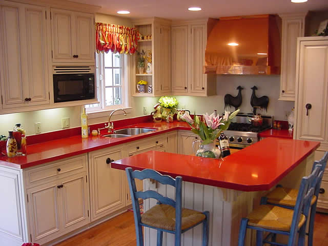 Ideas for Decorating a Country Kitchen with a Red Countertop
