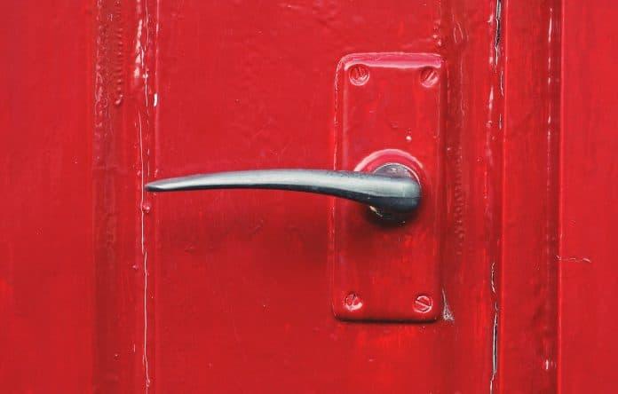 Update-Ugly-Metal-Doorknobs