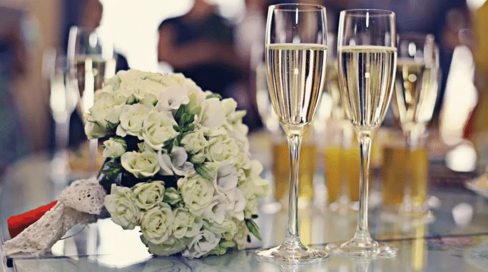 Wine-Glasses-for-a-Wedding-Party