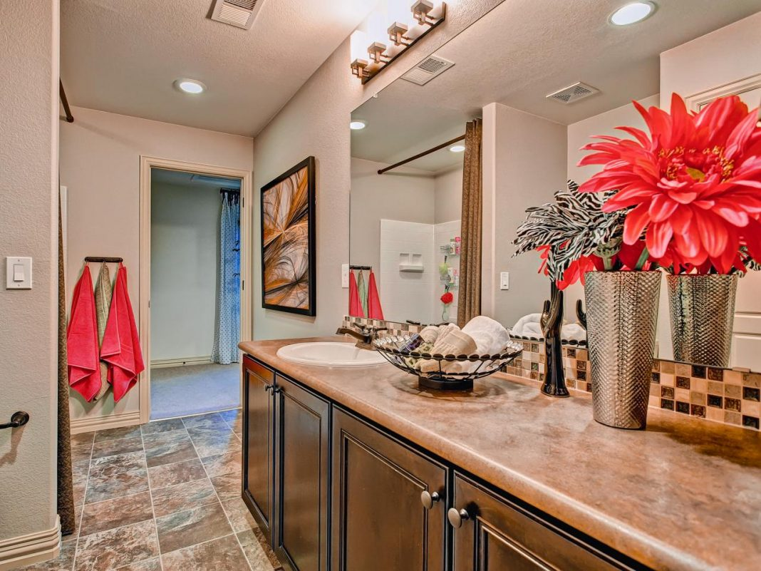 painting-formica-bathroom-countertop
