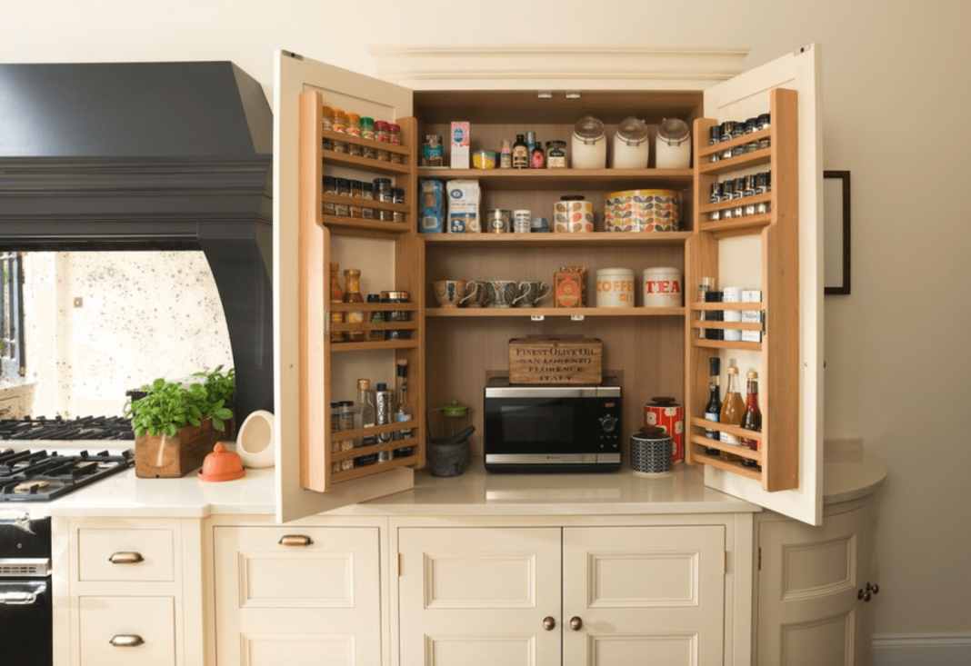 Decorating-Upper-Cabinets-in-a-Spice-Kitchen