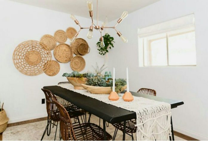 Decorating-a-Dining-Room-with-Baskets