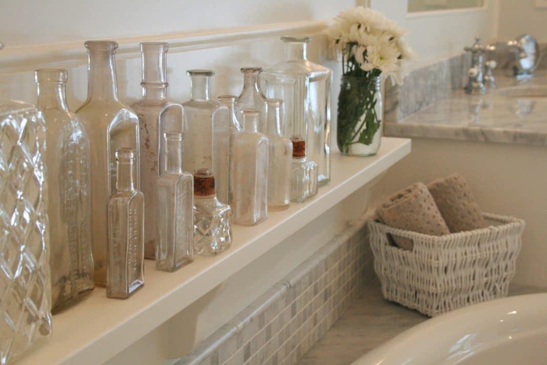 Glass-Bottles-for-the-Bathroom