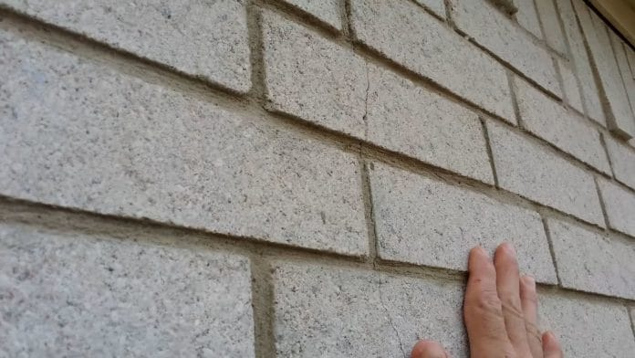 How-to-Remove-Caulk-from-Brick