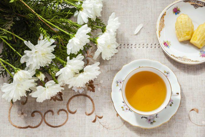 Kitchen-With-A-Tea-Theme