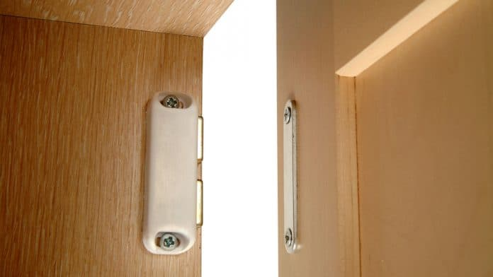 Magnetic-Catches-on-Cabinet-Doors