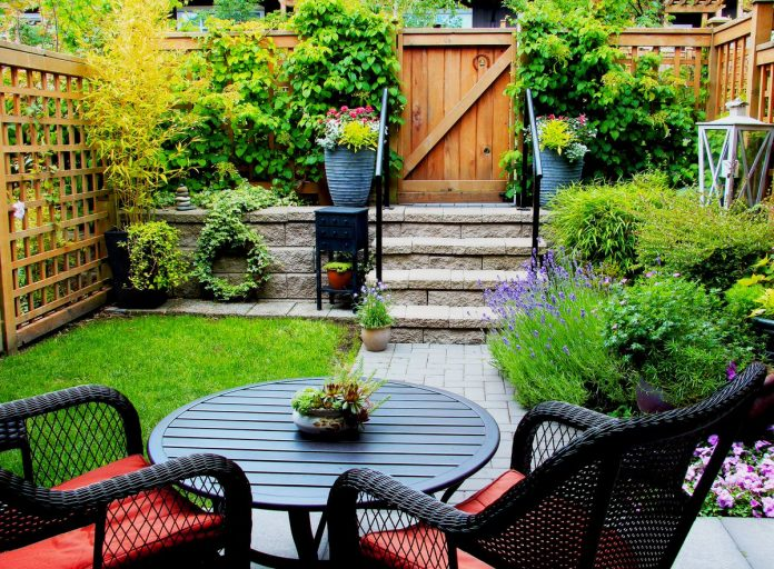 Make-a-Small-Garden-Look-Bigger