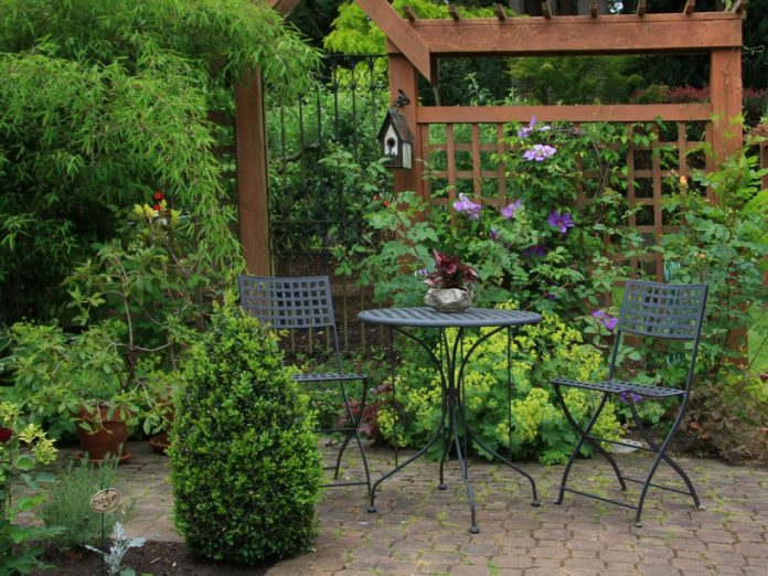 Space-saving-Tips-for-Small-Gardens