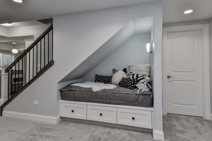 Storing-Things-that-Belong-Upstairs